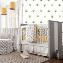 babykamer met mooi behang aan de muur