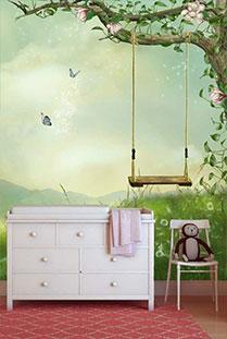 commode met mooi behang aan de muur