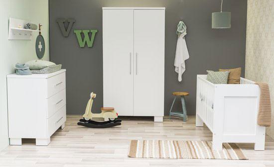 mooie strakke babykamer met luxe uitstraling