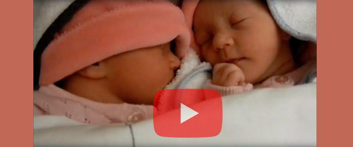 Geboorte van de tweeling Saar en Suus