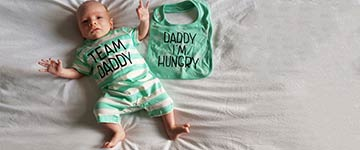 Heerlijk kereltje van 8 weken oud heeft liesbreuk